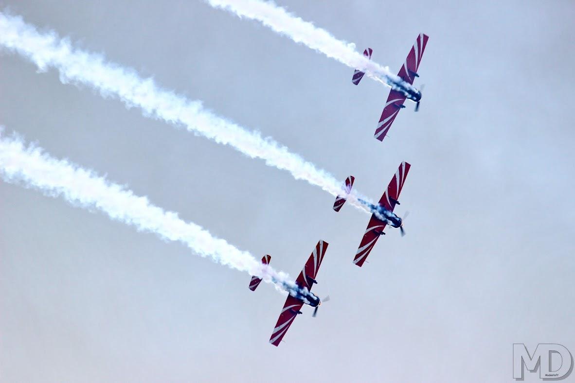 Группа высшего пилотажа на спортивных Як-ах