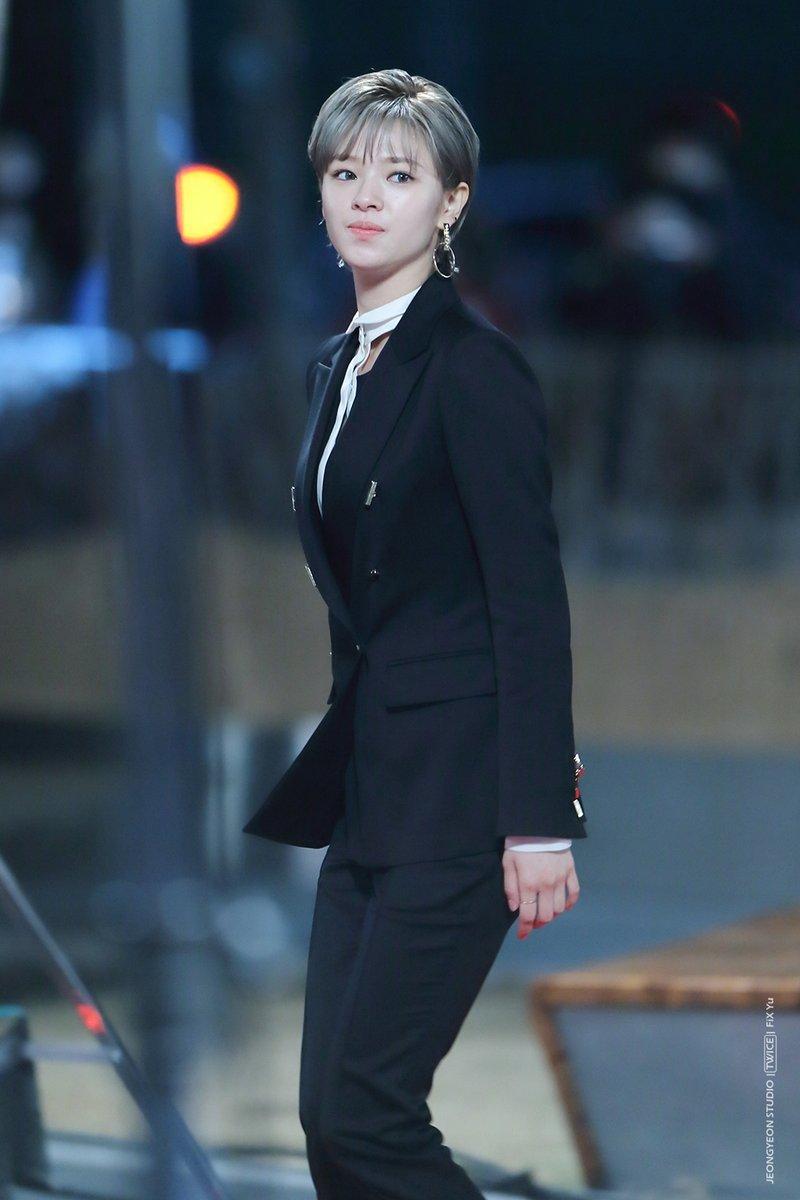 jeongyeon suit 10