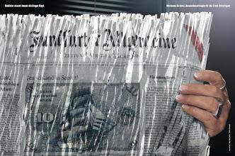 Photo: F.A.Z.-Fototermin mit Marianne Birthler - Aktenpuzzle gegen das Vergessen. Die Bundesbeauftragte für die Stasiunterlagen, Marianne Birthler, nimmt für die preisgekrönte F.A.Z.-Fotoserie hinter geschredderter F.A.Z. Platz.
