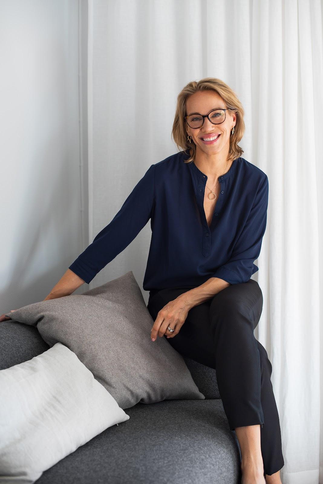 Emma S. Wiklund gör hudvårdsprodukter för under 1000 kronor.