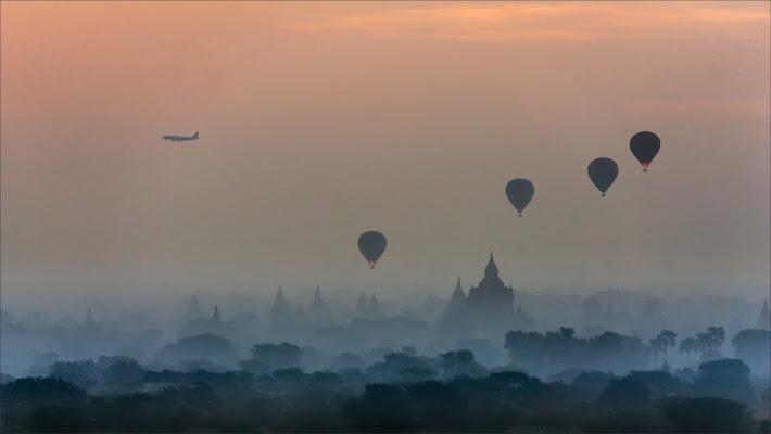 Traffico mattutino sopra Bagan di alberto raffaeli