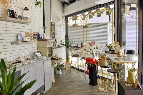 K`more Cafe & Fashion Select