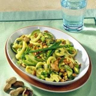 Curry-Nudel-Salat mit Erdnüssen