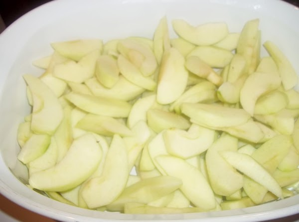 Preheat oven to 350 degree F.Put sliced apples into a 2 - 2 1/2...