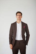 Photo: Brown work suit in cotton with burgundy pine pocket square