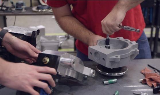 O filamento tough PLA é resistente e substitui longos prazos de entrega de protótipos de peças metálicas, por resultados imediatos.