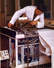 Photo: Introductor de fitxes de Banda magnética fet de fundició d'alumini, mecanitzat, sorrejat i niquelat.