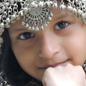 hello beautiful by Amol Patil - Babies & Children Child Portraits ( potrait, girl )