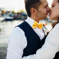 Wedding photographer Vasiliy Tikhomirov (BoraBora). Photo of 17.10.2014