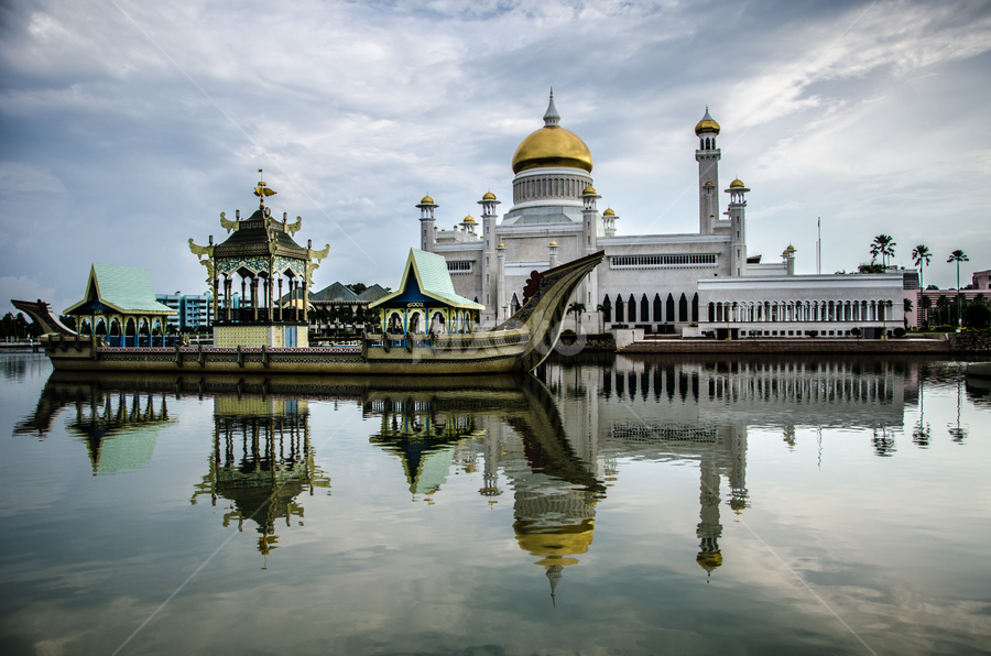 Sultan Omar Ali Saifuddien Mosque by Cristopher Selga - Buildings & Architecture Public & Historical ( water, clourds, mosque, reflections, gold )