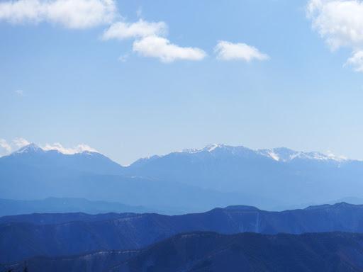 左から甲斐駒ケ岳・北岳・仙丈ヶ岳・間ノ岳・農鳥岳など