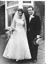 Photo: Ina en Gerard  in 1966:  een kleingedeelte van de viszaak staat erop, ik heb heel veel mooie herinneringen.