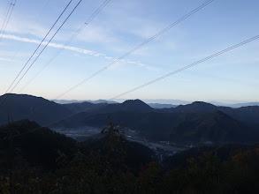 中央に武芸川の権現山、右に汾陽寺山