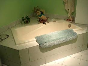 Photo: 2007 on n'a rien changé autour du bain.. sauf la couleur de murs