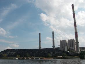 Photo: zapasy węgla (czy węglowego miału) elektrownia ma spore