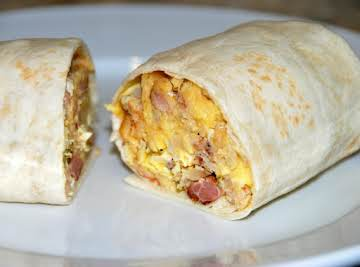 BACON, EGG AND POTATO BREAKFAST BURRITOS