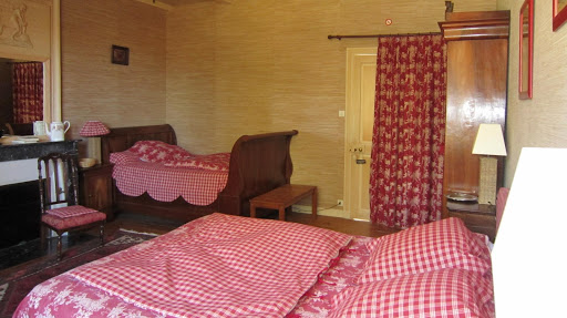 guest-room-for-3-at-the-french-bed-and-breakfast-le-clos-de-la-garenne-between-la-rochelle-rochefort-and-niort