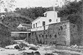 Photo: Boate Navio. Localizava-se dentro do Rio Bingen, em frente à Fábrica Werner. Inaugurado na década de 40, foi demolido na década de 80. Foto sem data