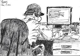 Photo: 複聽2011.01.19鋼筆 收容人和家屬接見的對話必需現場監聽及錄音,事後還會抽檢複聽做成紀錄,只見科員從外面巡邏完就開始在座位上認真聽了起來…