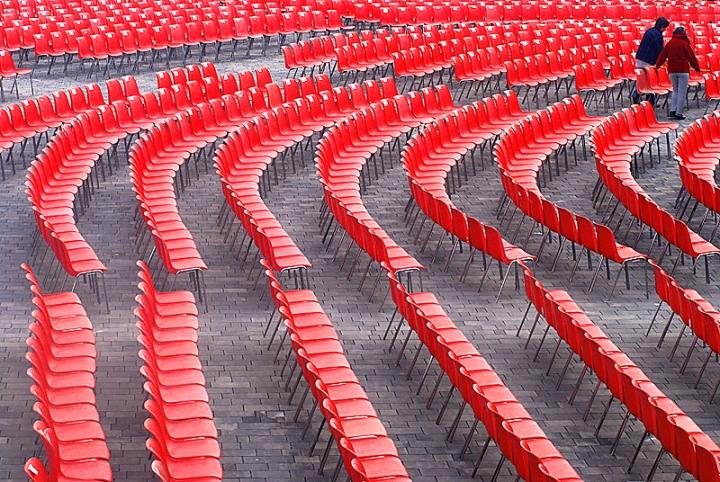 Red Chairs di InsolitiScatti-di-CarloSoro