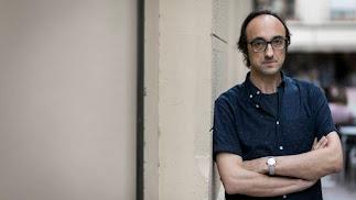 El poeta llega hoy a Almería para la lectura en el Museo de la Guitarra.