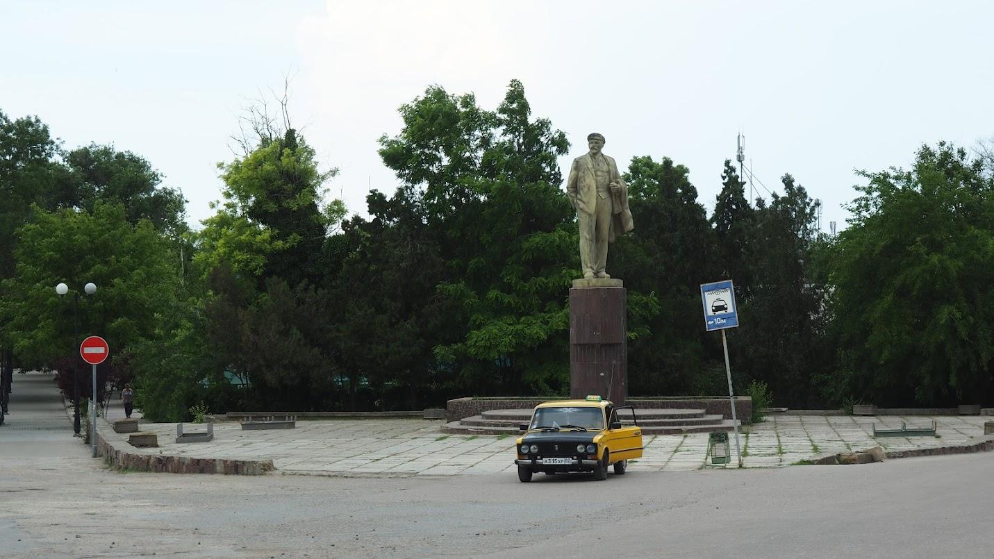 памятник Ленину в Черноморском. Крым. Главная площадь