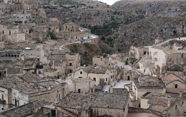 """Sassi di Matera: da vergogna nazionale a """"Patrimonio dell'Umanità"""" di Amadeus"""