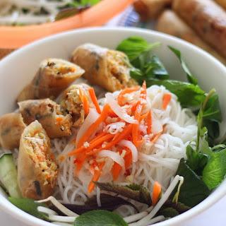 Vietnamese Egg Rolls Vermicelli Noodles (Bun Cha Gio)
