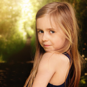 Loves to pose by Love Time - Babies & Children Child Portraits