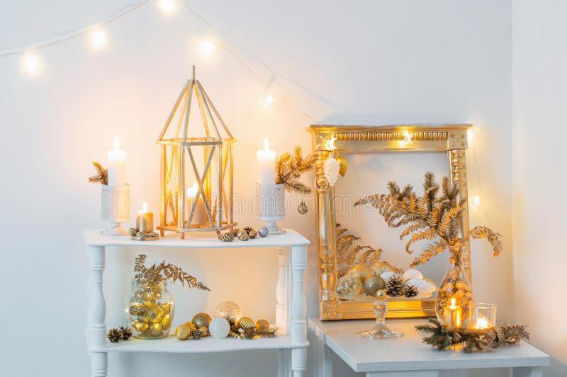 christmas-golden-decor-white-interior-166656674.jpg