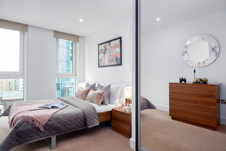 Double bed bedroom at Altitude Point Serviced Apartments, Aldgate