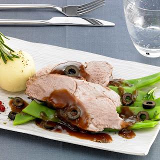 Lammkeule in Rotwein-Olivensauce