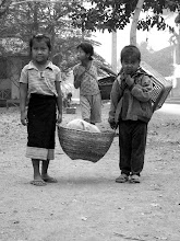 Photo: Kids going to the morning market (Luang Prabang)