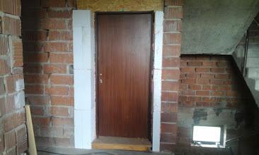 Photo: usazené zkrácené dveře
