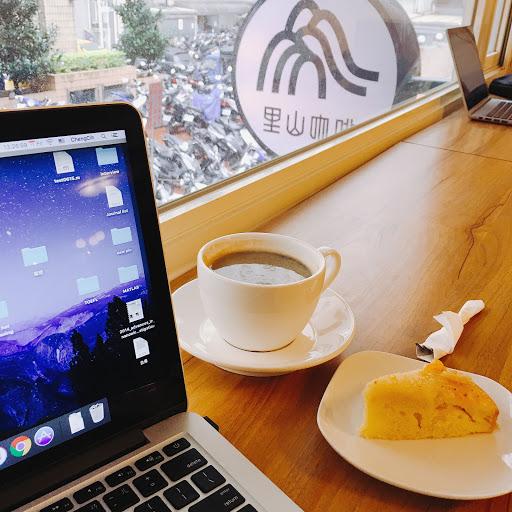 環境氣氛很好 適合工作 咖啡甜點都不錯