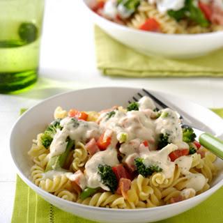 Pasta Met Broccoli, Paprika, Ham En Basilicumroomsaus