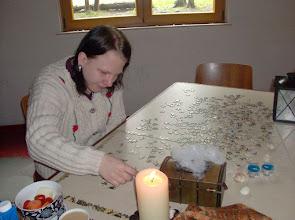 Photo: Rumpumpel ist fleissig beim Puzzle zugange.