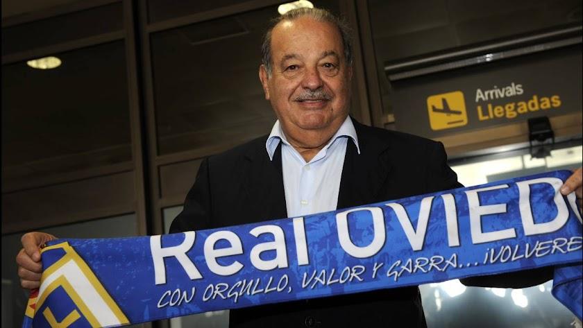 El presidente del real Oviedo con la bufanda.