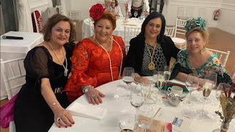 Gema González (segunda por la derecha) en una foto del Facebook de la Hermandad Ntra. Sra. del Rocío de Santander.