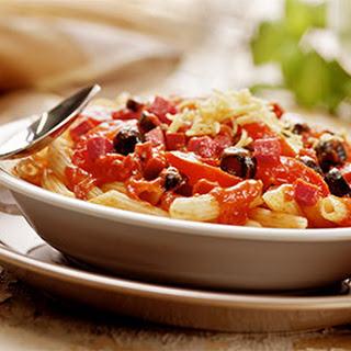 Penne Met Salami, Tomaat, Olijven En Mozzarella
