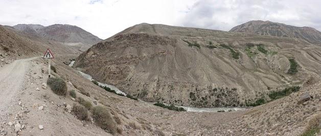 Der Pamir hat sich tief in die Landschaft eingegraben.