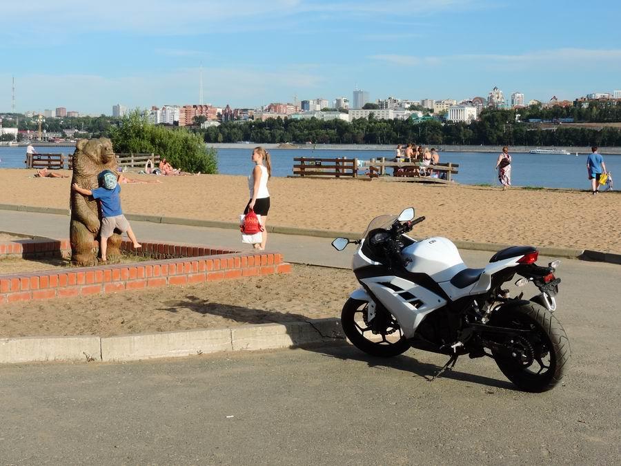 Смотреть как женщины переодеваются на пляже в будке — 12