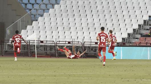 César de la Hoz celebra a lo grande su gol.