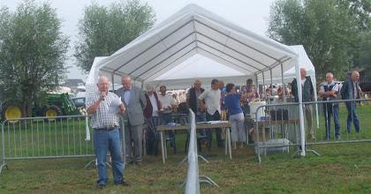 Photo: Welkomstwoord door voorzitter Chris Bos  en herdenking van het erelid dhr. Henk Kool die 23 juli 2013 op 85 jarige leeftijd is overleden.