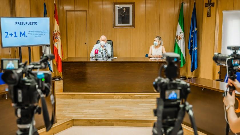 Amat junto a Sánchez en la presentación este jueves del Plan Impulsa Roquetas.