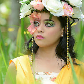 Flower Girl by Muhammad Fairuz Samsubaha - People Portraits of Women ( beauty, women, photo, portrait, flower, photography )