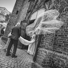Wedding photographer Marcin Szwarc (szwarcfotografia). Photo of 06.03.2018