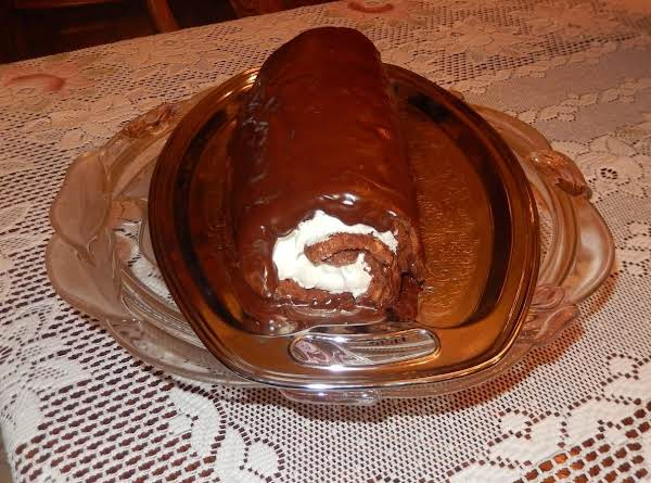 Amazingly Easy To Make Chocolate Roll.