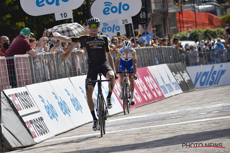 Drie renners van dezelfde ploeg stappen samen uit de Ronde van Zwitserland