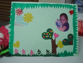 Photo: Perfuramos, recortamos, pintamos e criamos de tudo um pouquinho para a nossa mamãe.